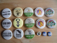 Badges, pins og emblemer