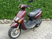 Yamaha Neos 45 scooter