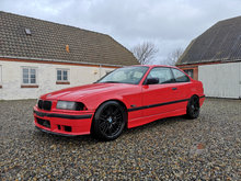BMW 328i Coupe Hellrot