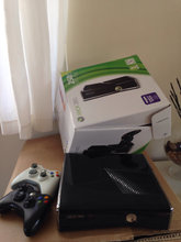 Xbox 360 250gb m. 2 controllers