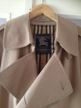 Burbrry trencoat