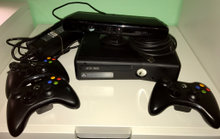 Xbox 360 med 4 controllere