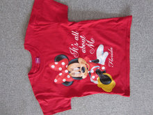 T-shirt med Minnie motiv i ca. str. 140
