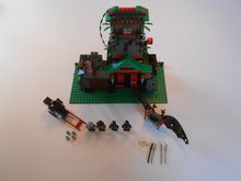 Lego System, 6088 Robber's Retreat