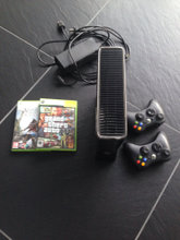 Xbox 360 konsol med controller