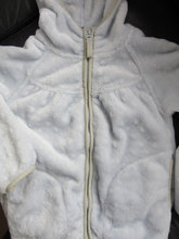 Pompdelux fleece, lyseblå str. 8 år