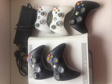Xbox 360 med2controllereog30spil